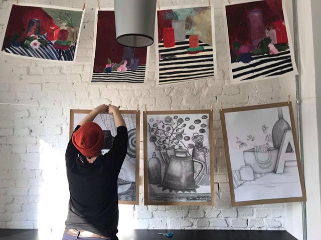 kurs rysunku lekcje rysunku nauka rysunku malarstwa zajęcia plastyczne artystyczne dla dzieci szkoła rysunku pracownia otwarta Wrocław asp egzaminy ilustracja grafika rysunek postaci modela wystawa wernisaż Poco galeria Pracownia Otwarta artystyczne nadodrze