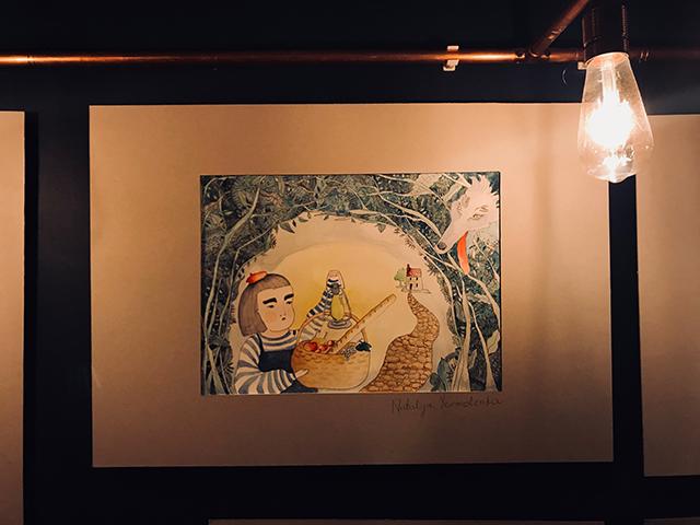 kurs rysunku lekcje rysunku nauka rysunku malarstwa zajęcia plastyczne artystyczne dla dzieci szkoła rysunku pracownia otwarta Wrocław asp egzaminy ilustracja grafika rysunek postaci modela wystawa uczniów wernisaż finsaż Pomiędzy cafe&bistro noc nadodrza noc muzeów