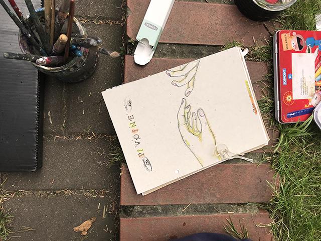 kurs rysunku lekcje rysunku nauka rysunku malarstwa zajęcia plastyczne artystyczne dla dzieci szkoła rysunku pracownia otwarta Wrocław asp egzaminy ilustracja grafika rysunek postaci modela plener miejski ogród botaniczny artystyczny szkicownik