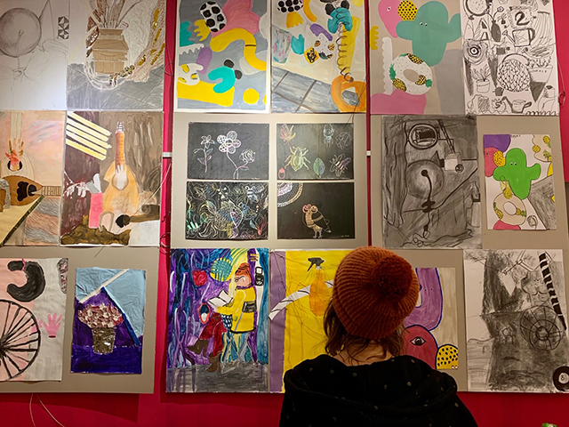 wystawa klub pod kolumnami wernisaż Wrocław artystyczne nadodrze lekcje rysunku nauka rysunku dla dzieci zajęcia plastyczne artystyczne
