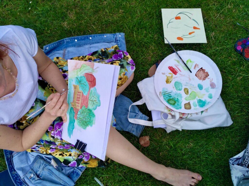 plener miejski ogród botaniczny rysunek malarstwo sztalugowe szkicownik ogród Wrocław artystycznie plastyka na trawce sztuka twórczo