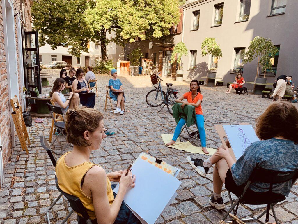 plener miejski ogród rysunek malarstwo sztalugowe szkicownik ogród Wrocław artystycznie plastyka