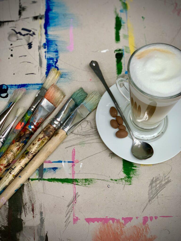 plener miejski ogród rysunek malarstwo sztalugowe szkicownik ogród Wrocław artystycznie plastyka wakacje kawa przy kawie pracownia znasz ich cafe bistro